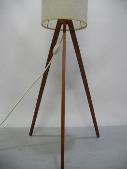 rockin furniture 60er tripod stehlampe. Black Bedroom Furniture Sets. Home Design Ideas